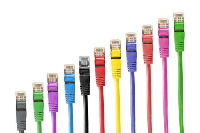 Como organizar cabo de celular e computador